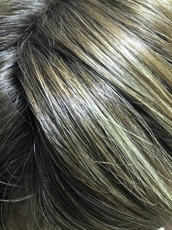 緑色の髪の毛